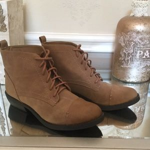 Shoes - NEVER WORN Brown lace up boots